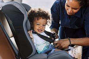child-in-car-seat-smiling